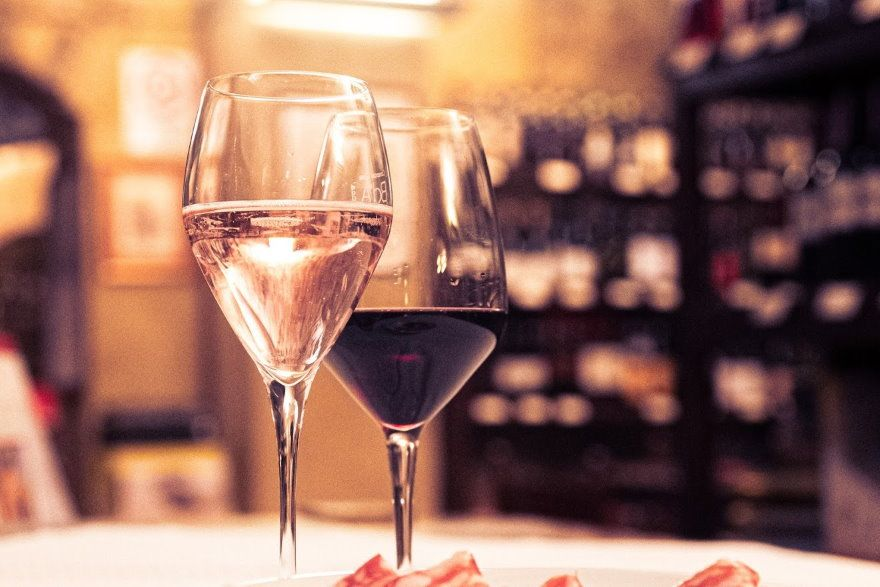 calici di vino enoteca